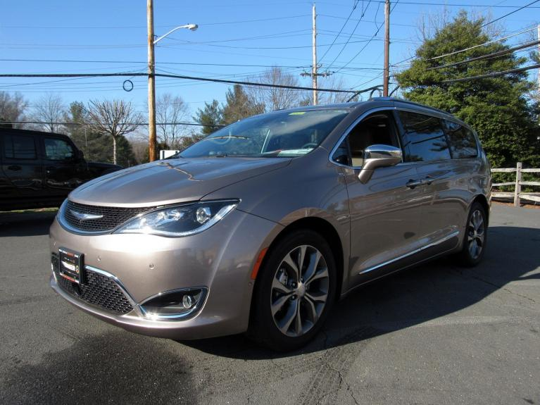 Used 2018 Chrysler Pacifica Limited for sale Sold at Victory Lotus in Princeton NJ 08540 4