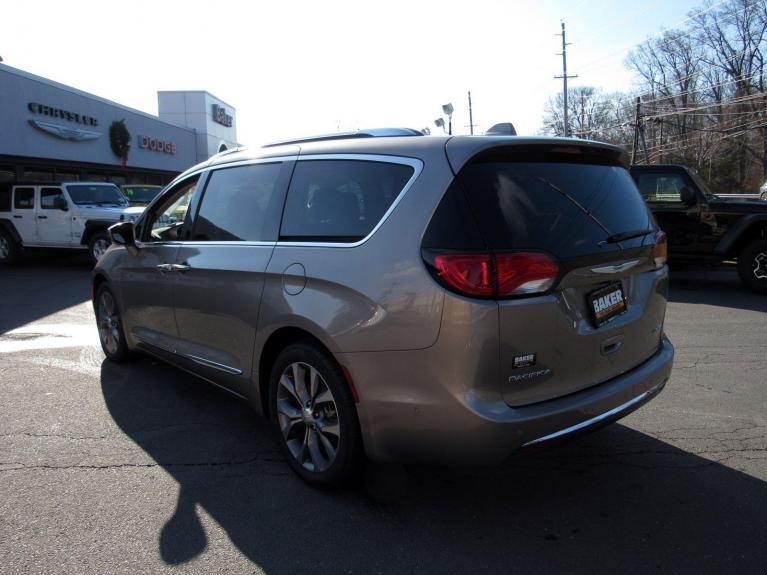 Used 2018 Chrysler Pacifica Limited for sale Sold at Victory Lotus in Princeton NJ 08540 5