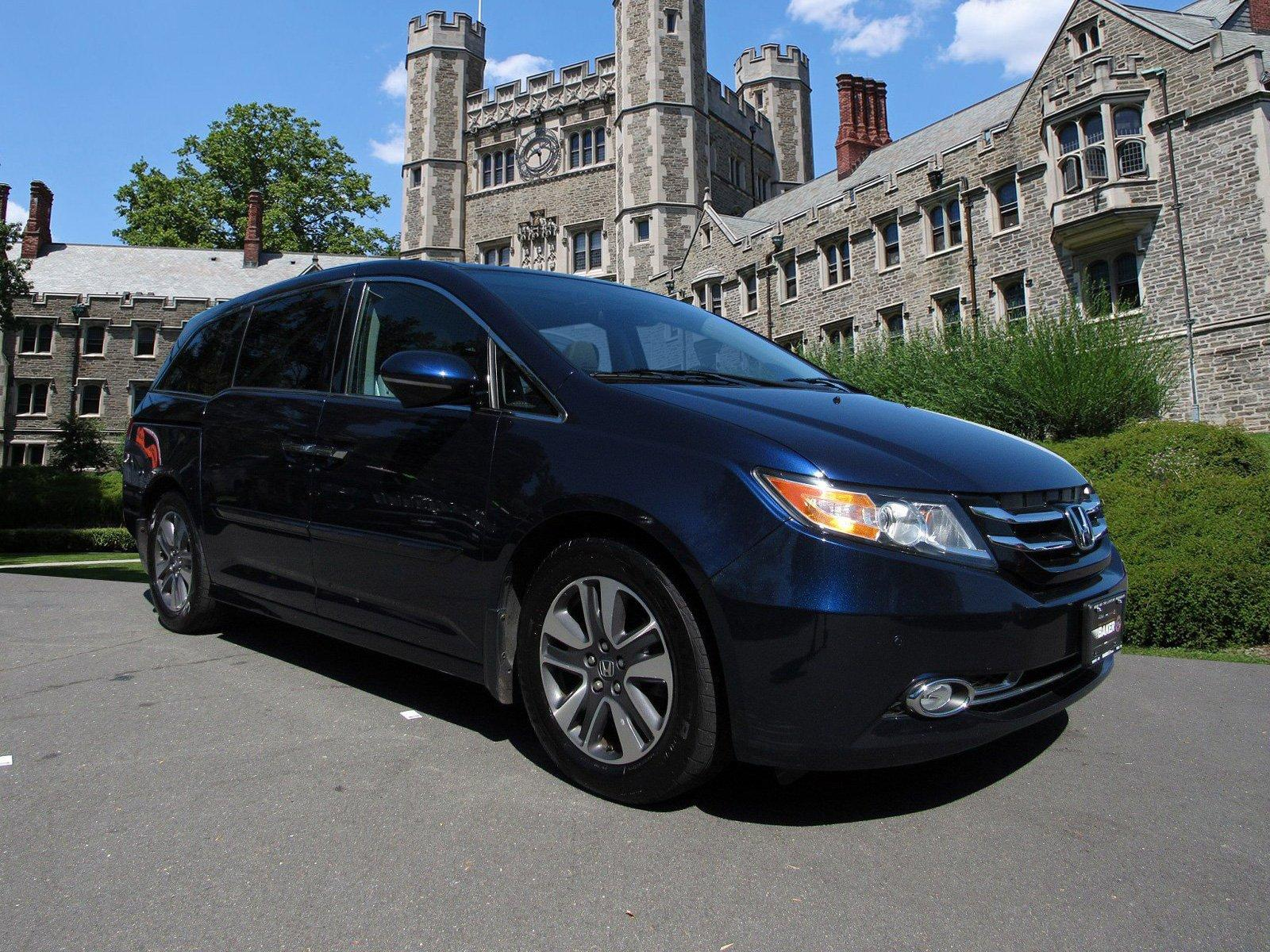 Used 2015 Honda Odyssey Touring For Sale ($20,995) | Victory Lotus Stock #111330